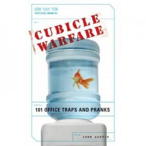 Cubicle Warfare: 101 Office Traps and Pranksby John Austin