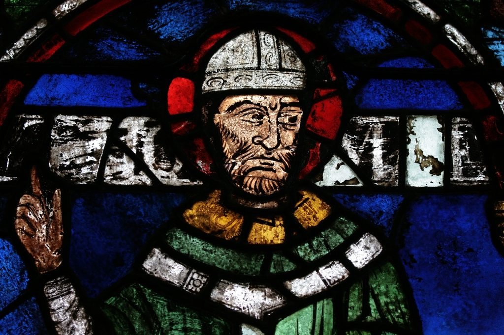 Portrait of St. Thomas Becket, reassembled from fragments by Samuel Caldwell Jr in 1919. Becket Window 1 (n. VII) in the north aisle of the Trinity Chapel, Canterbury Cathedral.